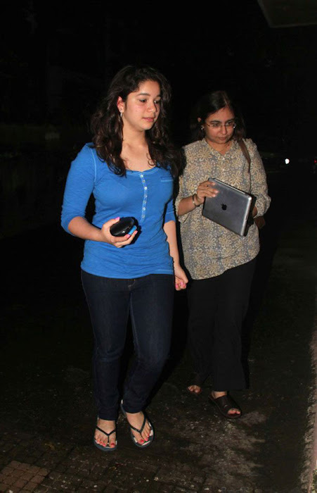 sara tendulkar at delhi belly movie screening hot images