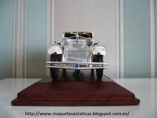 maqueta a escala de un coche clásico Isotta Fraschini Tipo 8