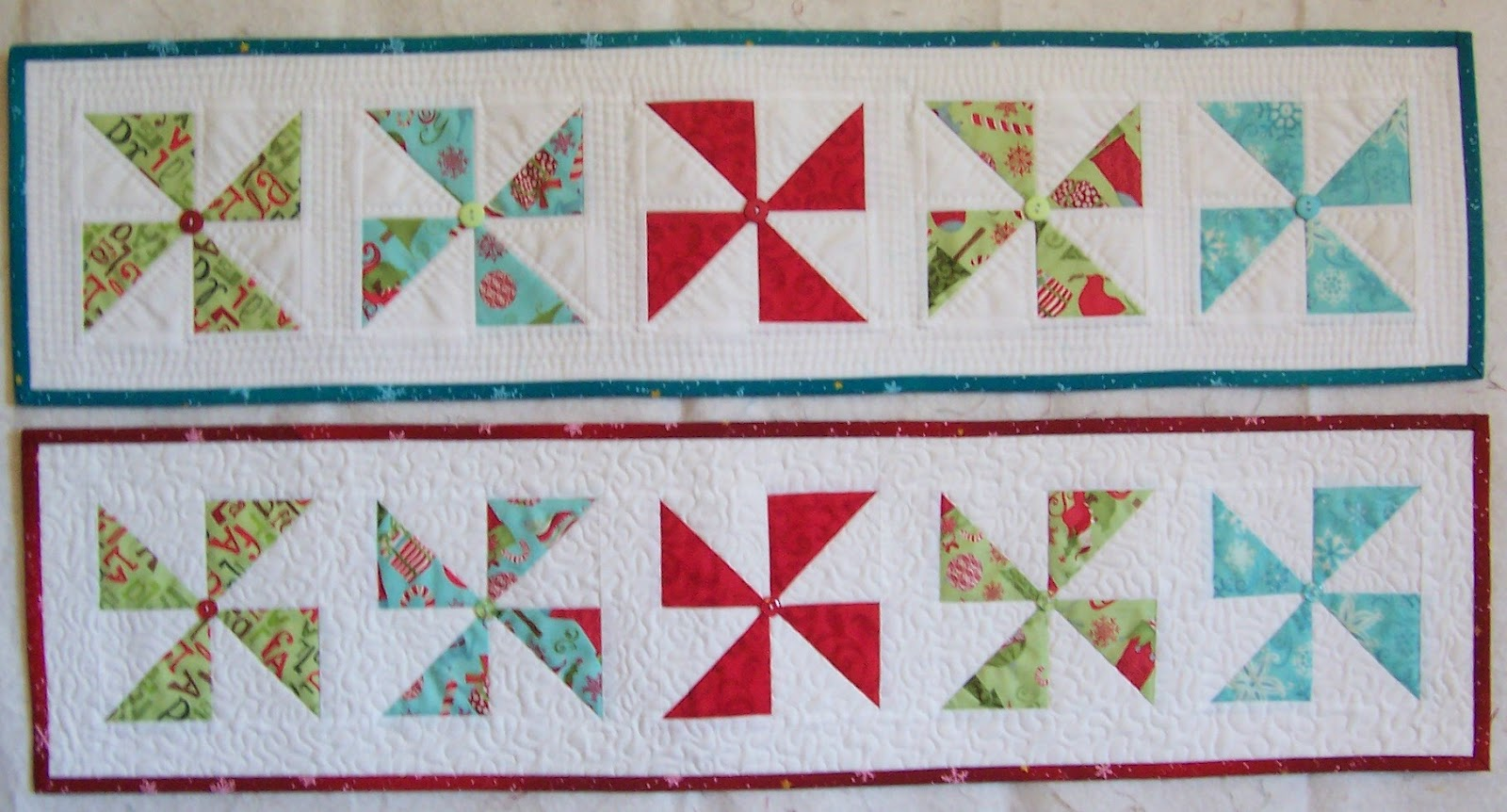 Colleen\'s Quilting Journey: Free Pattern - Holiday Pinwheel Table Runner