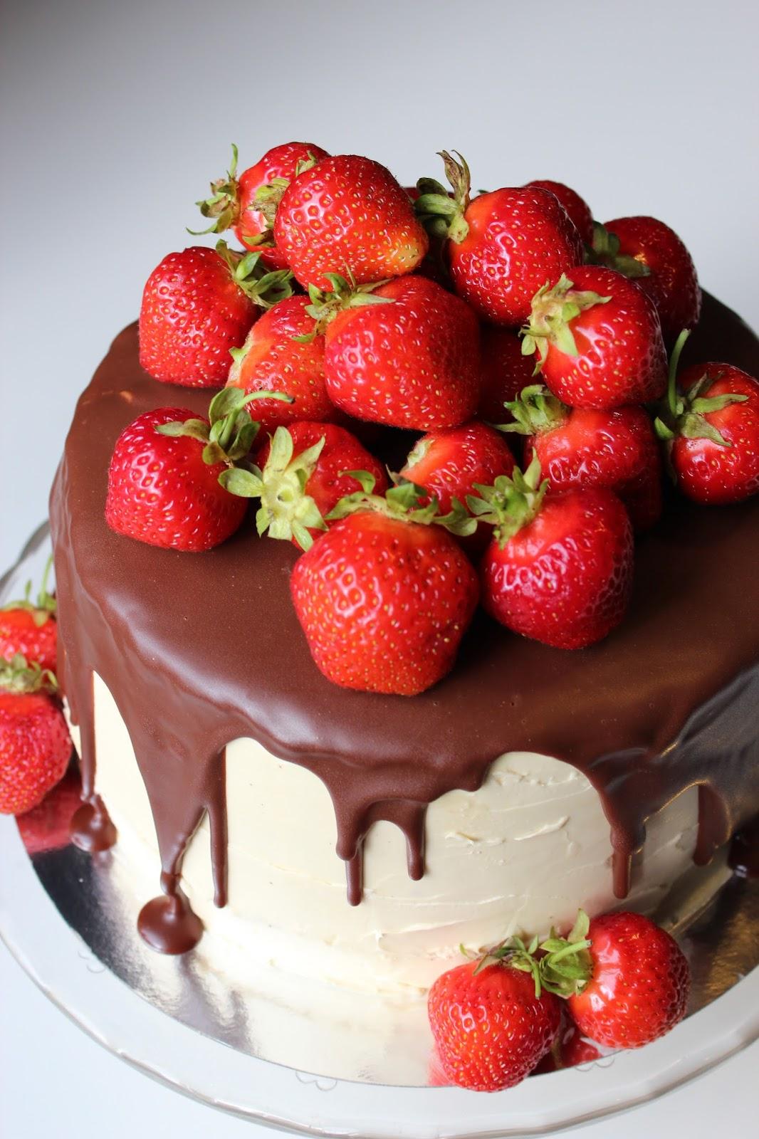 chokladtårta med jordgubbsmousse