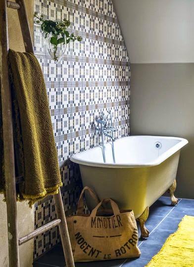 bañera con patas y azulejo hidraulico