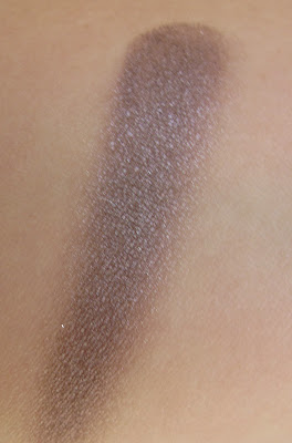 MAC Stolen Moment Extra Dimension Eyeshadow swatch