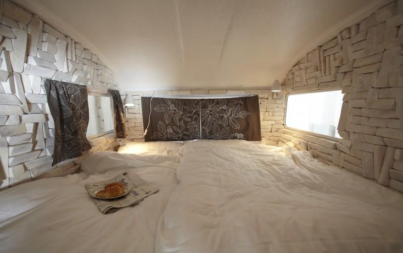 the gentleman camper indoor camping in berlin h ttenpalast. Black Bedroom Furniture Sets. Home Design Ideas