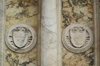 Герб Коллеони на постаменте памятника в Венеции. Фото из Википедии