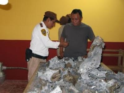 La polizia esamina i misteriosi frammenti
