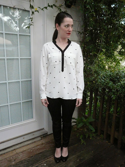 Dotted silk crepe de chine blouse with contrasting placket, made with fabric from Mood Fabrics and Vogue pattern 1323.