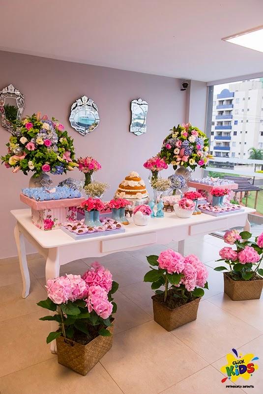 Candy bar de bautizo con flores - mesa de dulces2