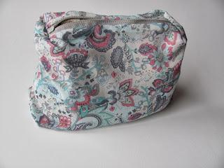 косметичка, сумочка косметичка, косметичка с льняным кружевом, льняное кружево, косметичка с замочком, косметичка на молнии