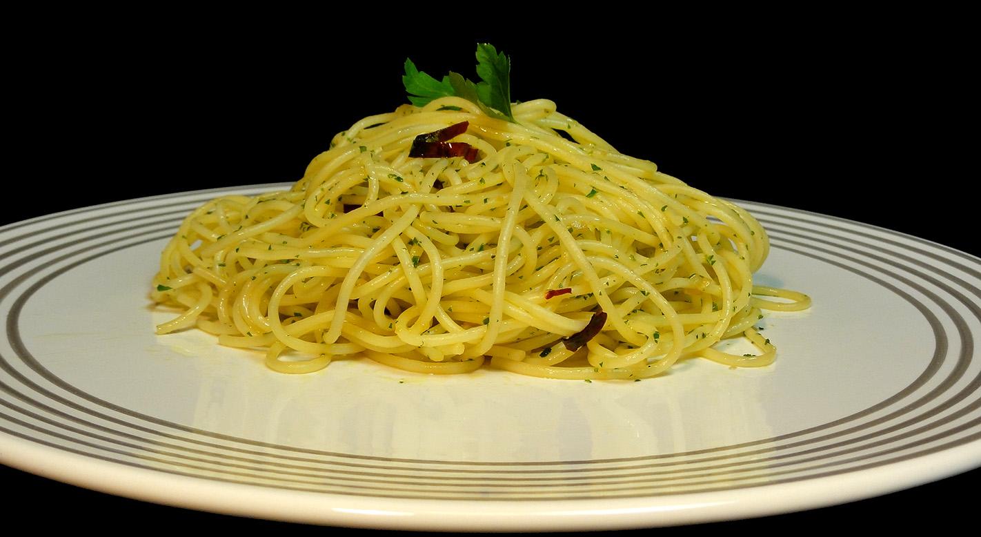 Cocinar para los amigos espaguetis con ajo y perejil for Espaguetis con ajo y perejil