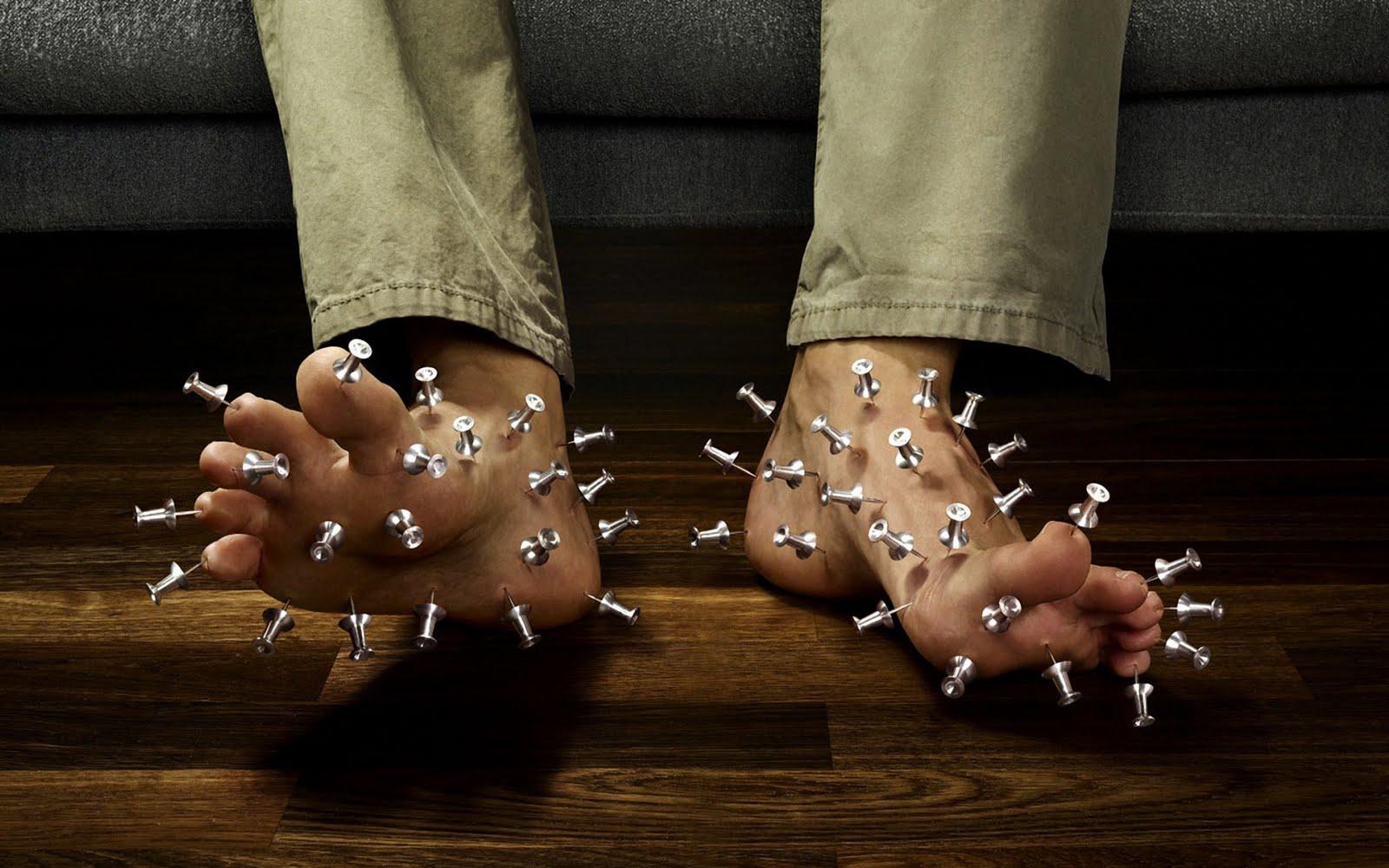 http://4.bp.blogspot.com/-hZW_NasDSEc/TijxC4J0VII/AAAAAAAADgc/7bJZ1I-2RFg/s1600/Hurt+Feet+Wallpaper.jpeg