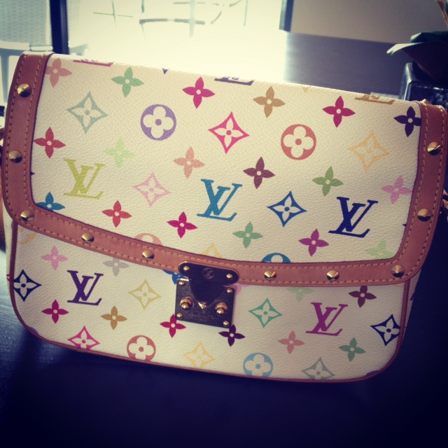 LV luis vuitton multicolor monogram sologne in white, LV, Luis vuitton, designer purses, white multicolor purse, crossbody purse, beautiful purse, fashion, style, designer consignment