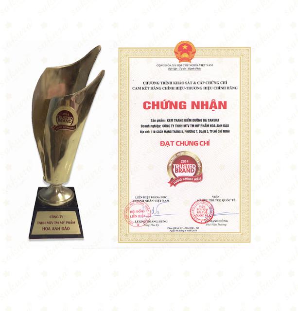 """Giải thưởng """"Hàng chính hiệu - Thương hiệu chính hãng 2014"""" của công ty Mỹ Phẩm Hoa Anh Đào"""