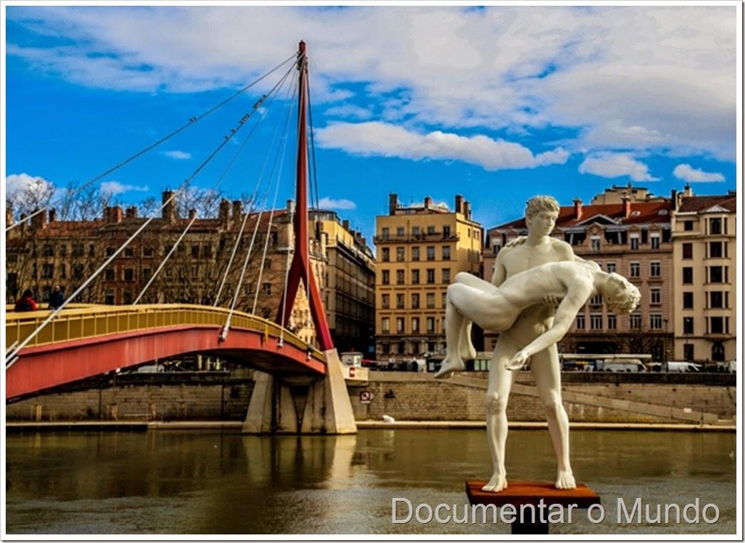 Estátua junto ao rio Saône