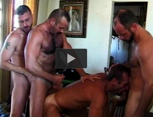 4 cowboys peludos fudendo e fudendo