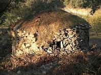 Part posterior de la barraca de vinya del Camí Ral