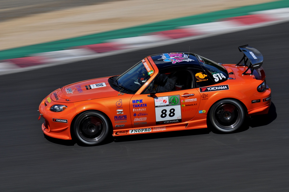 Mazda MX-5 NC , japoński samochód, sportowy, wyścigi, racing, tor wyścigowy, racetrack, motoryzacja, auto, JDM, tuning, zdjęcia, pasja, adrenalina, kultowe, 自動車競技, スポーツカー, チューニングカー, 日本車