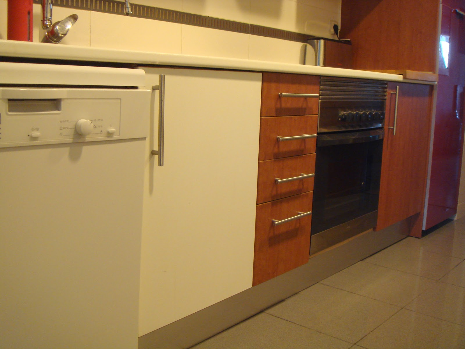 Antes y despu s la cocina de amaya - Alicatar cocina detras muebles ...