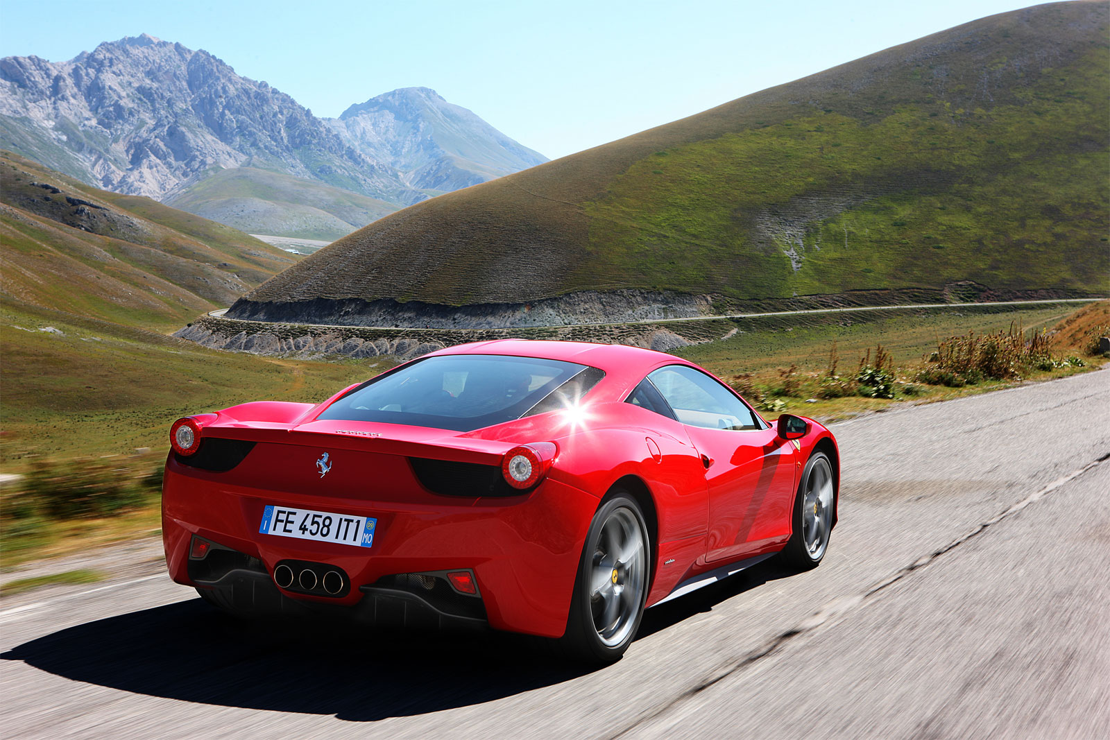 http://4.bp.blogspot.com/-hb8803NbOA8/T-CKyU1lTEI/AAAAAAAADfs/1cYdDHd2804/s1600/Ferrari+458+Italia+hd+Wallpapers+2011_7.jpg