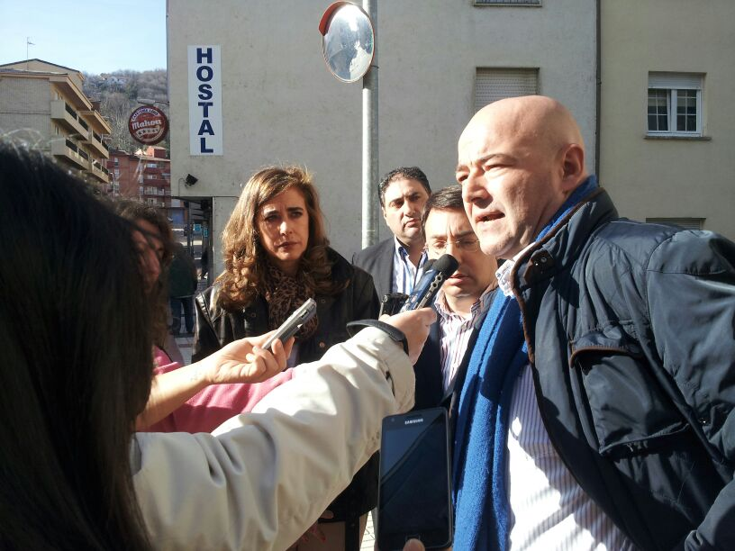 Javier Garrido Novoa, secretario de los socialistas bejaranos, realiza declaraciones a los medios