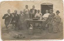 Grupo de amigos en bar Loreto, año 1956