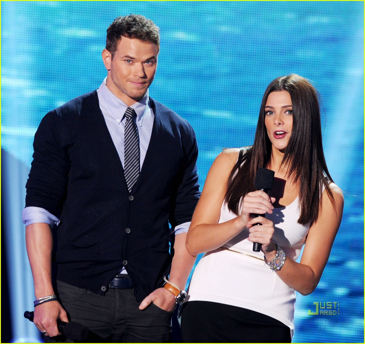 http://4.bp.blogspot.com/-hbdbOtwq6pM/TkiZ2QLQVUI/AAAAAAAAHgA/bAhsW0ODmxQ/s1600/ashley-greene-teen-choice-awards-kellan-lutz-03.jpg