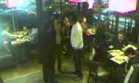 Vol d'un sac à main dans un restaurant d'Ennasr filmé par vidéo-surveillance