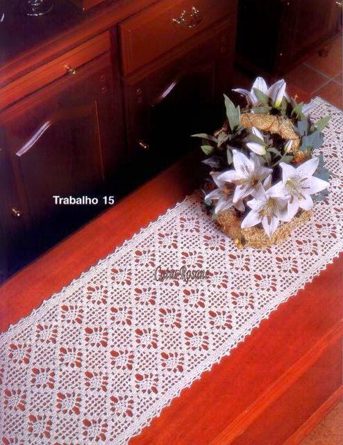 Camino de mesa crochet con diseño de cuadros