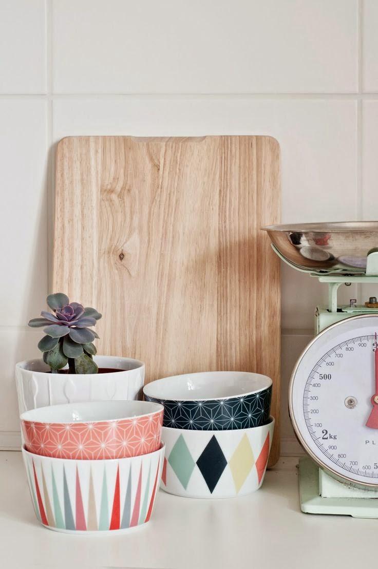 una parete a pois e sedie da verniciare: diy e idee da copiare per la cucina nuova