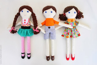 http://www.makeit-loveit.com/2013/02/girl-boy-fabric-dolls-pattern-pieces-included.html