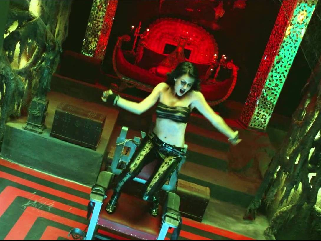 Yana Gupta hot item song aa zara kareeb in murder 2, Yana Gupta hot legs, Yana Gupta sexy navel, Yana Gupta hot song