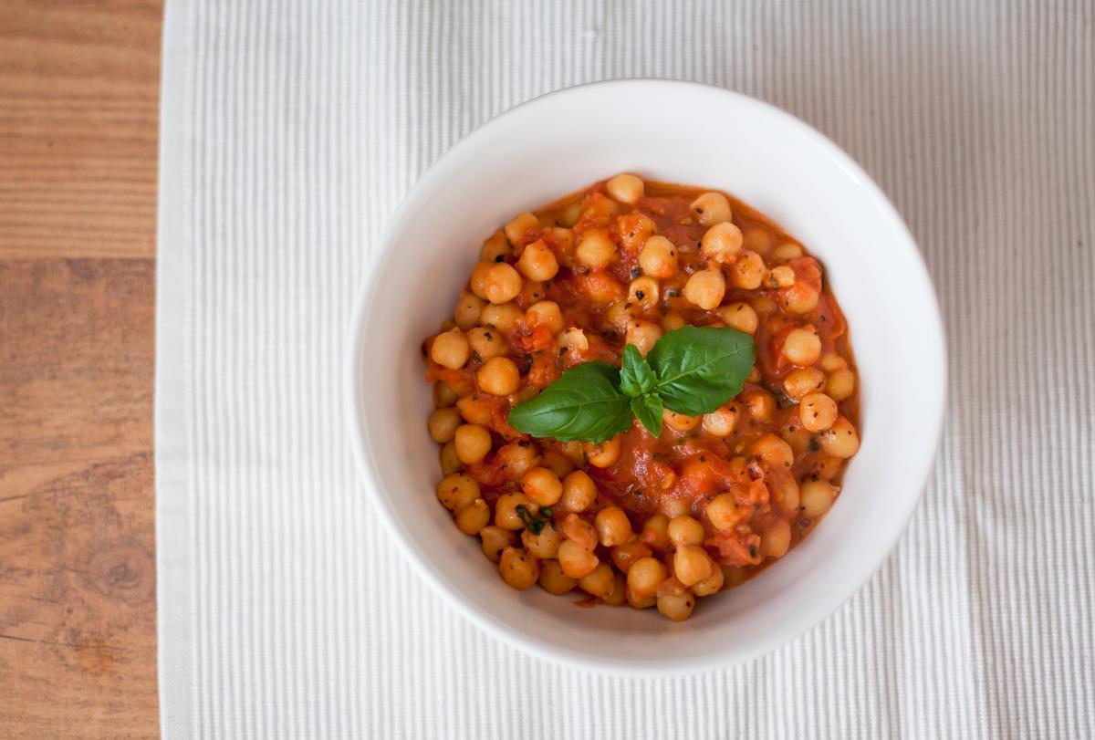 dietetyczny obiad cieciorka w pomidorach