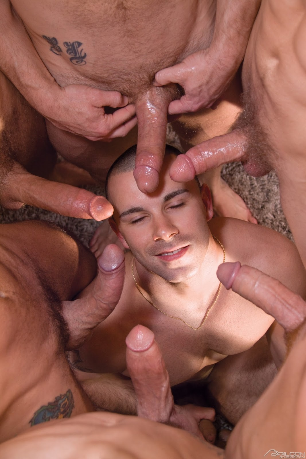 Cock Circle Starts With Blowjobs