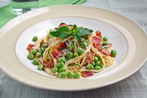 Spaghetti alla Carbonara with Peas on Closet Cooking