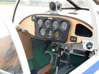 Cockpit Aisa I-11B de l'FPAC.