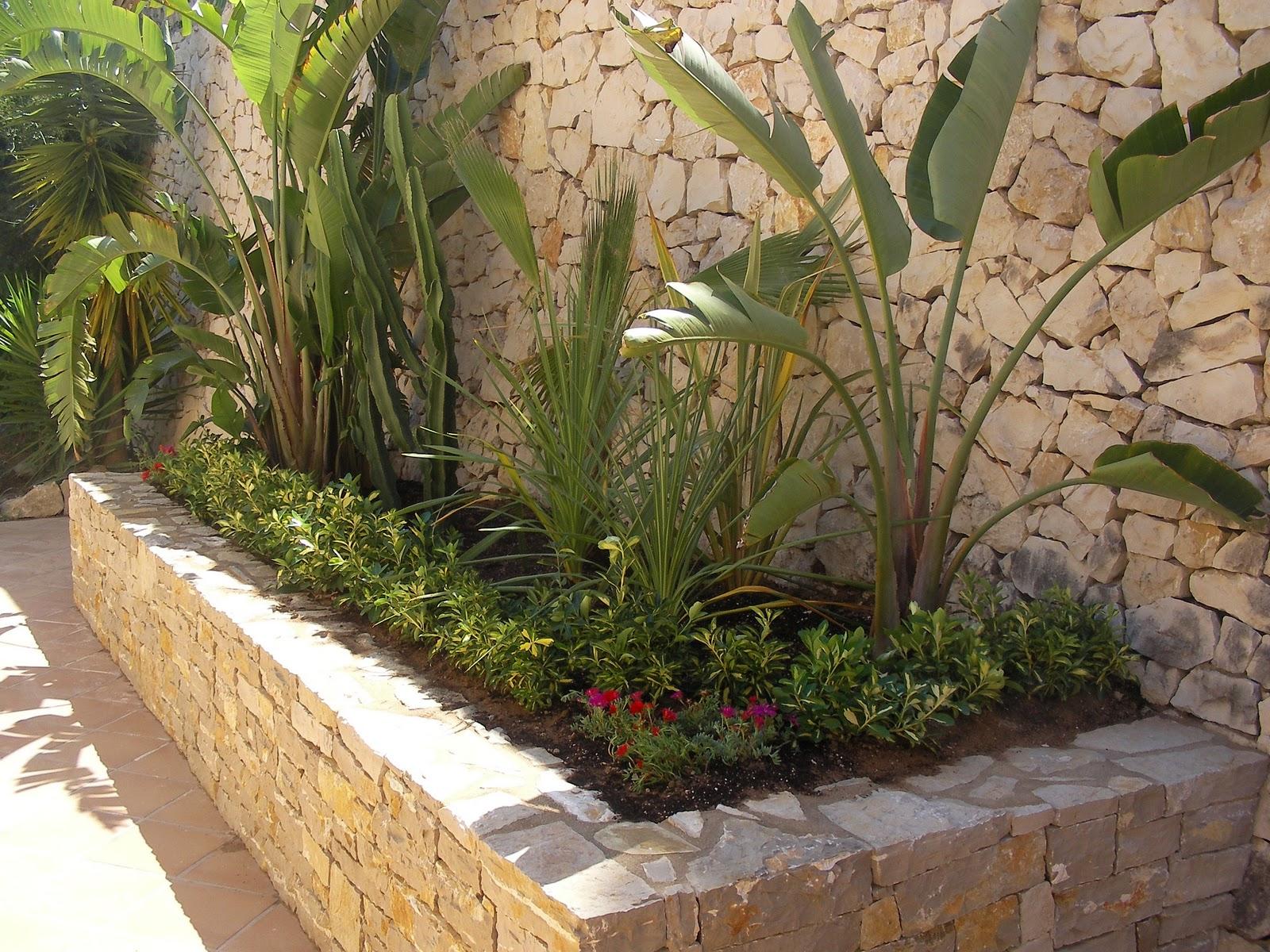 Ideagarden construccion de jardinera de piedra - Imagenes de jardineras ...
