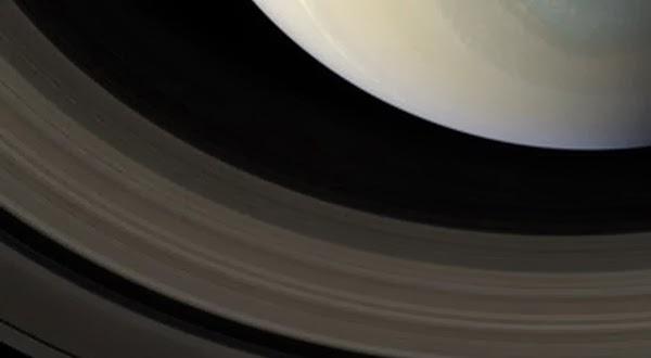 Inilah Warna Asli Kutub Planet Saturnus