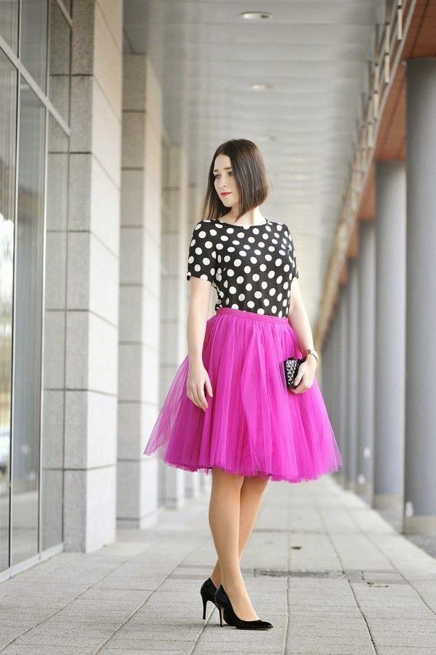blusa de bolinhas com saia midi rosa de tule, moda feminina, roupas da moda