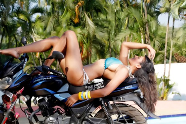 Poonam Pandey spicy pictures