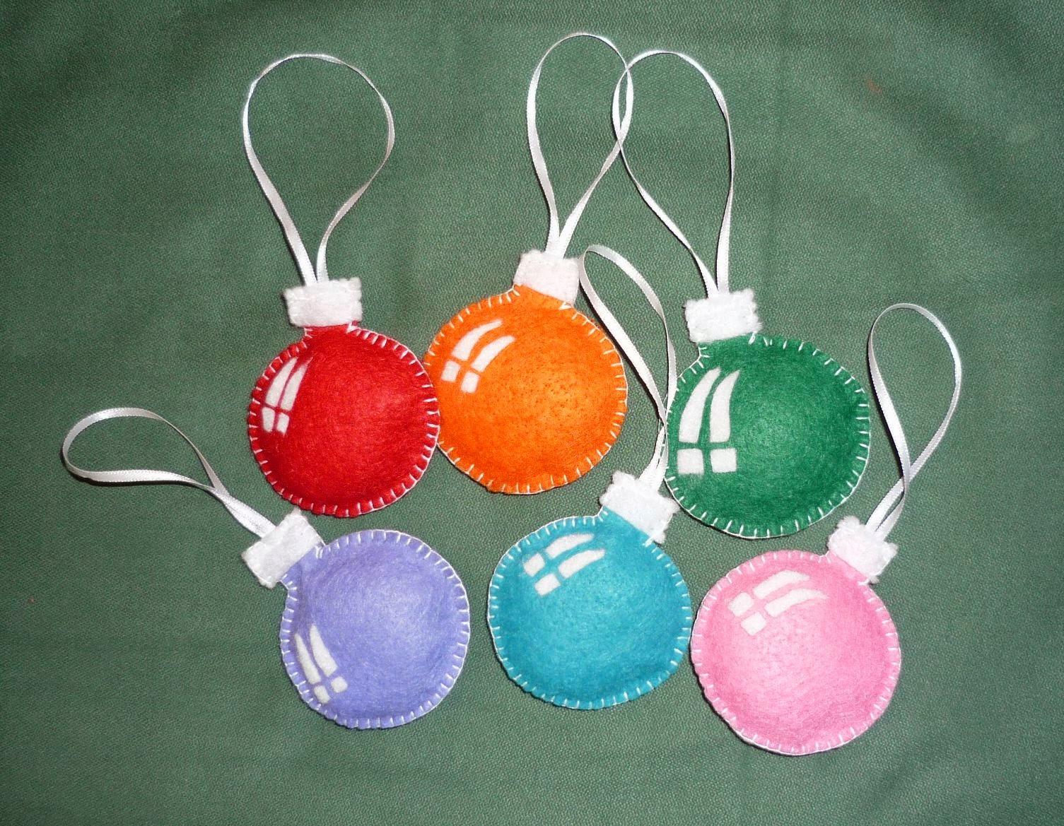Educaci n preescolar adornos navide os de fieltro - Bolas de navidad de fieltro ...