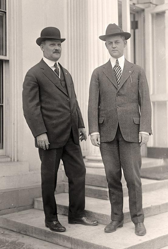 SAIC Dick Jervis (right), Wilson (with SA Smithers)