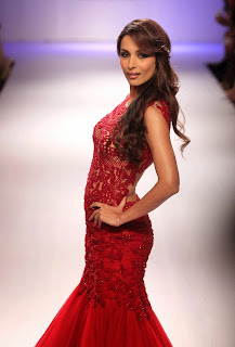 Malaika Arora Khan Pictures in Red Long Dress at Lakme Fashion Week Winter Festive 2014 ~ Celebs Next