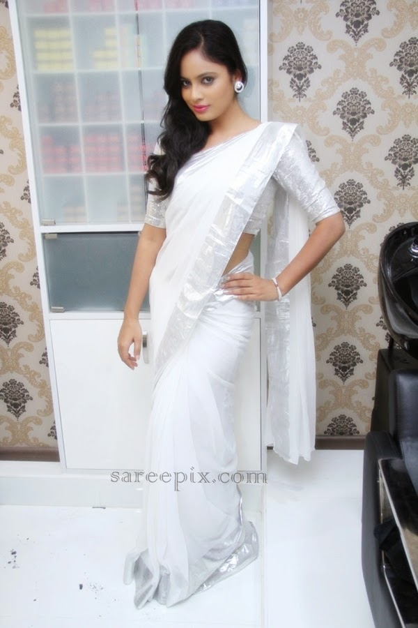 Actress-Nandita-white-plain-saree