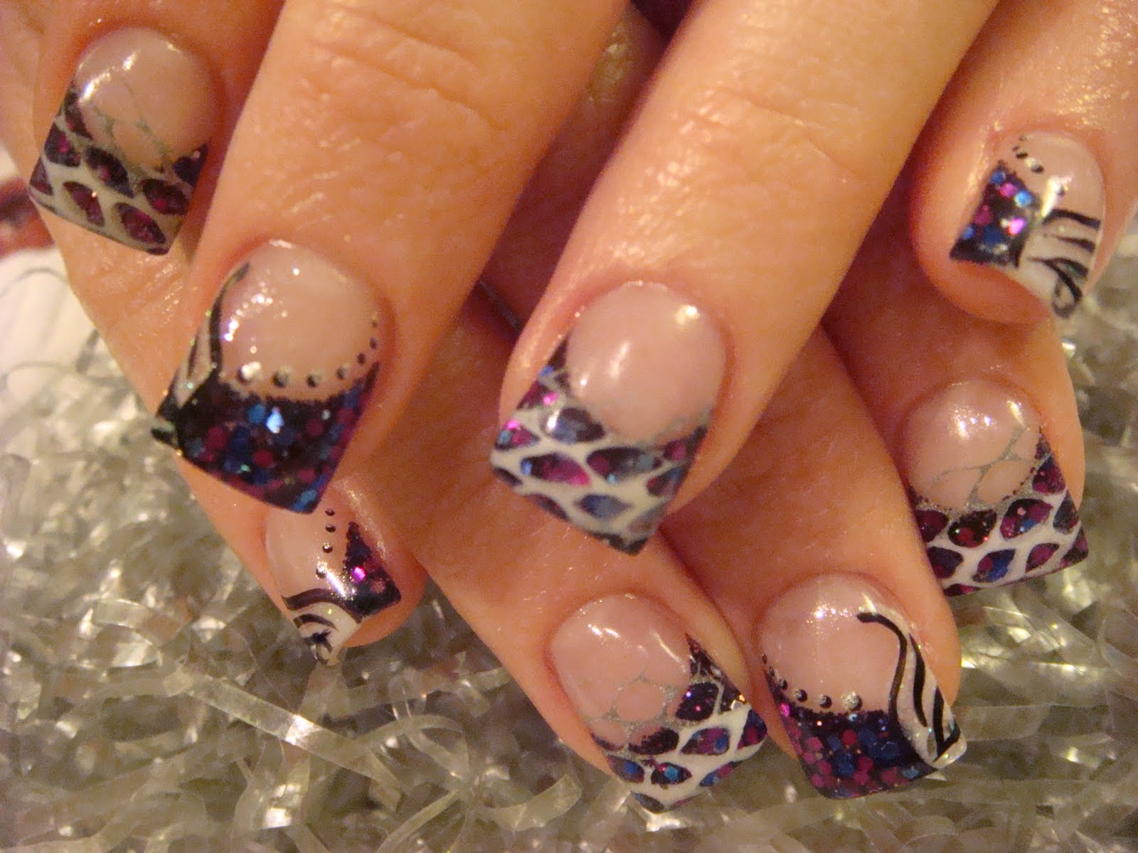 Летний дизайн ногтей, яркий летний маникюр с цветами 51