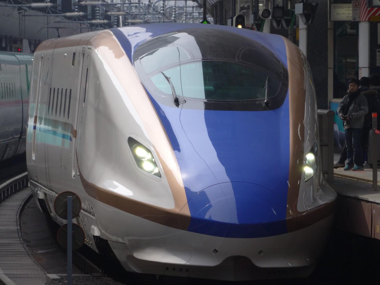 東京駅停車中の北陸新幹線E7系