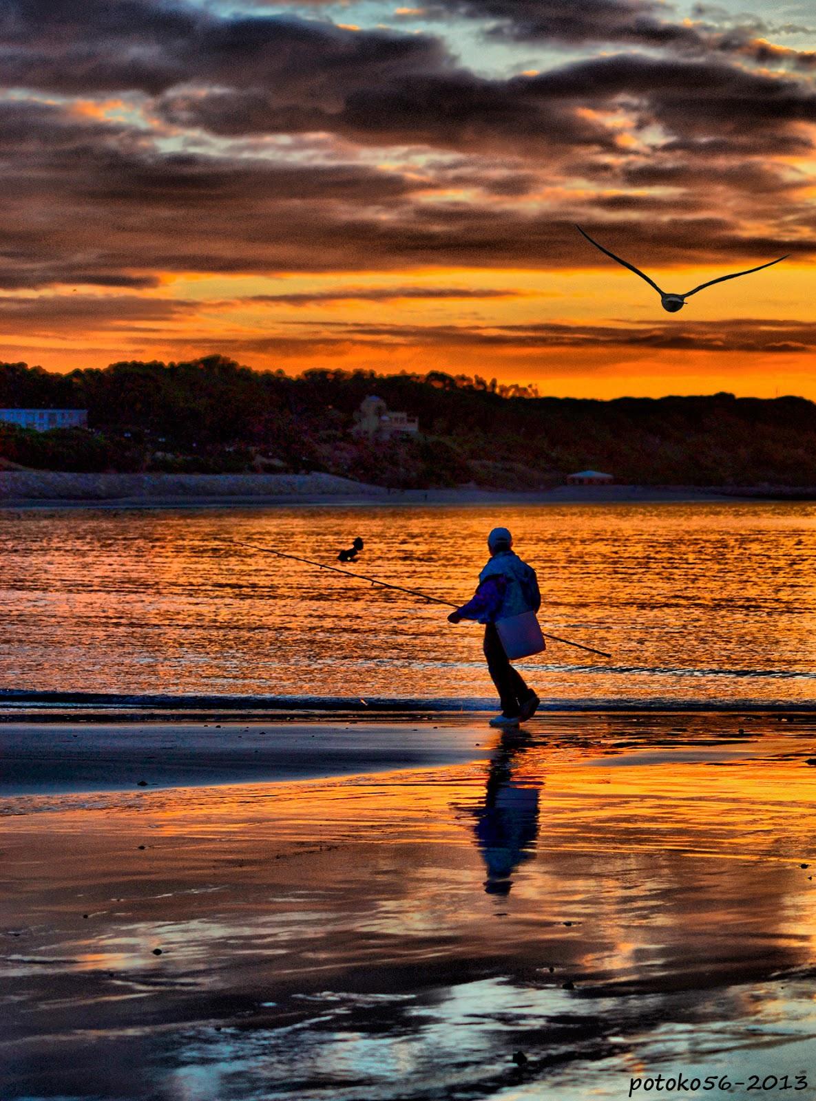 Pescando en la orilla del chorrillo Rota