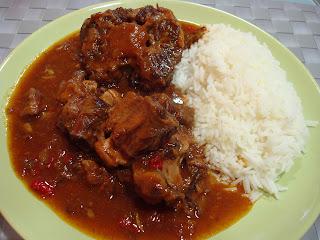 Rabo estofado con arroz y especias