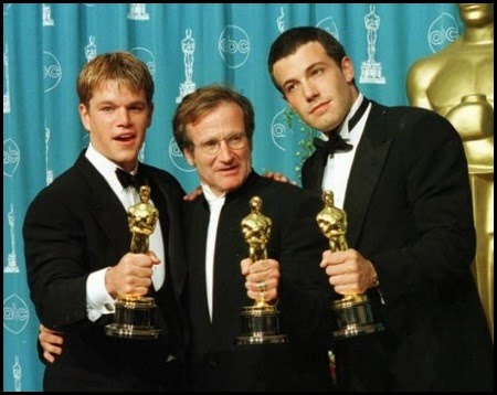 Matt Damon, Robin Williams y Ben Affleck con los Oscars por El indomable Will Hunting (1997)