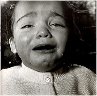 nudo en la garganta, choked, niña llorando con nudo en la garganta