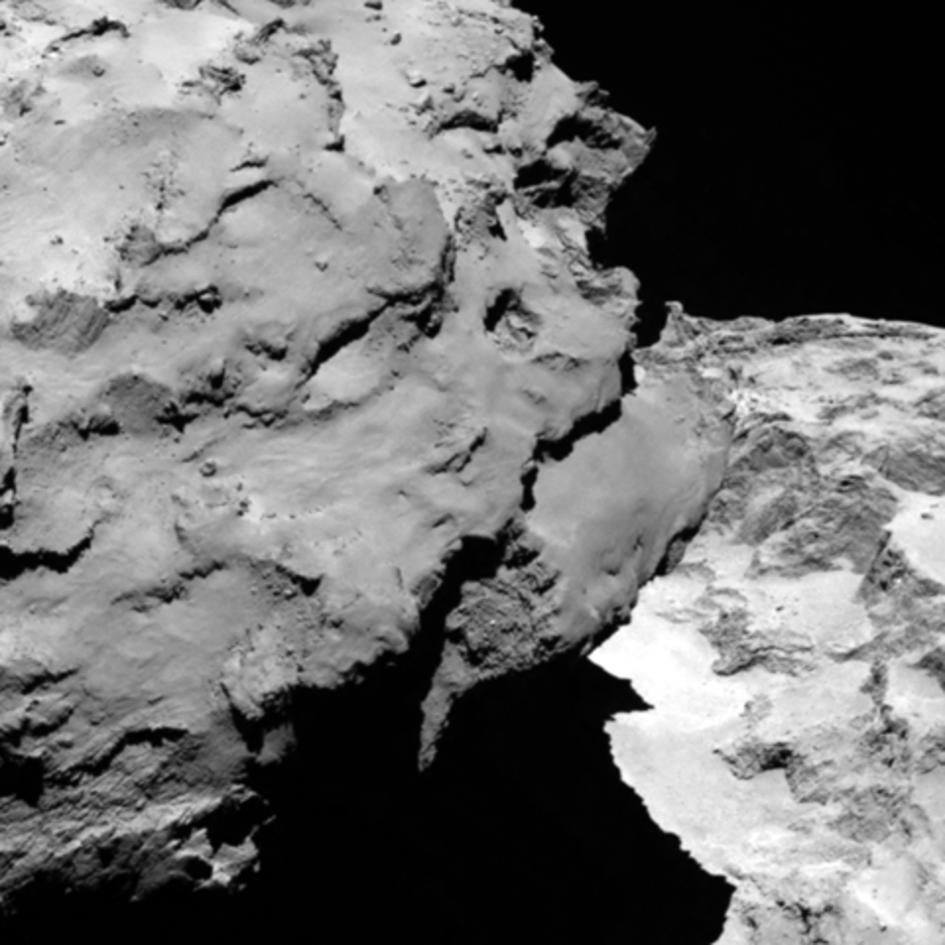 Поверхность кометы Чурюмова-Герасименко, снятая 6 августа 2014 года с расстояния 120 км