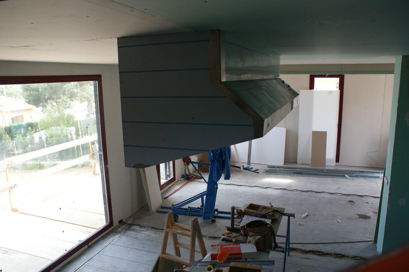 Contiene una casa ya est no se ven los contenedores por for Trabajos por debajo de la mesa